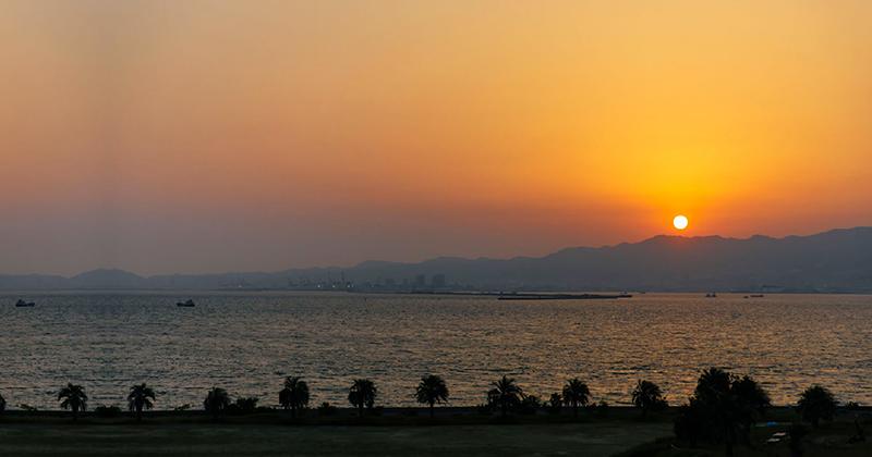 夕陽をながめて散歩