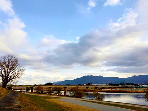 直方市内を流れる一級河川 遠賀川の河川敷風景