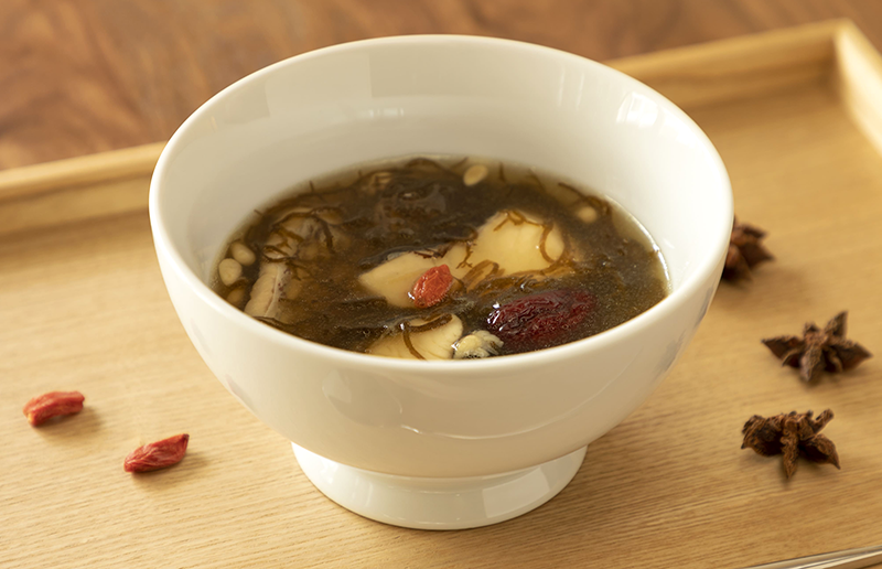 沖縄もずくと鯛の薬膳スープ