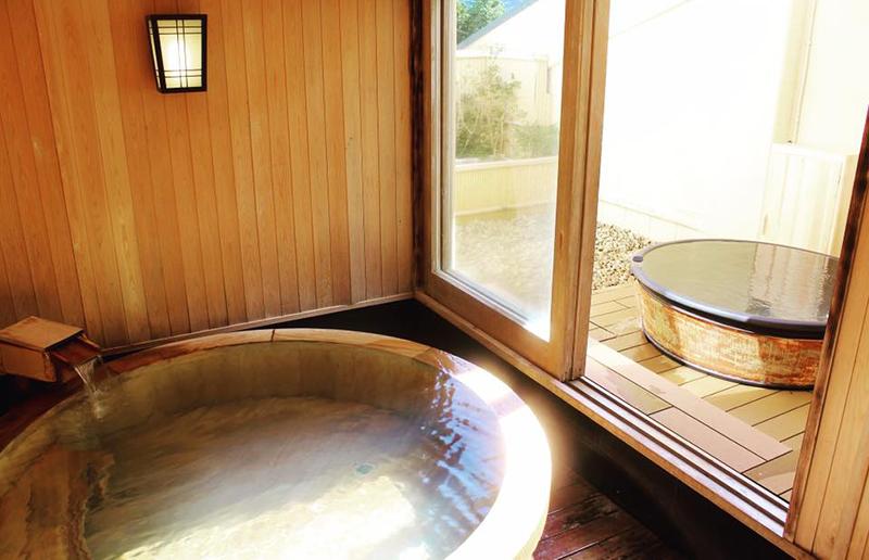 室内と野外風呂