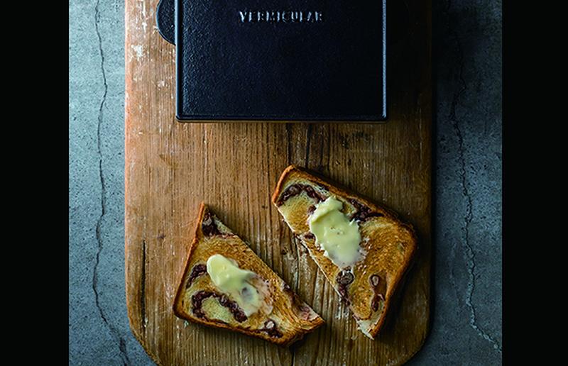 ベーカリー用に新たに開発した食パン型で焼き上げた食パン