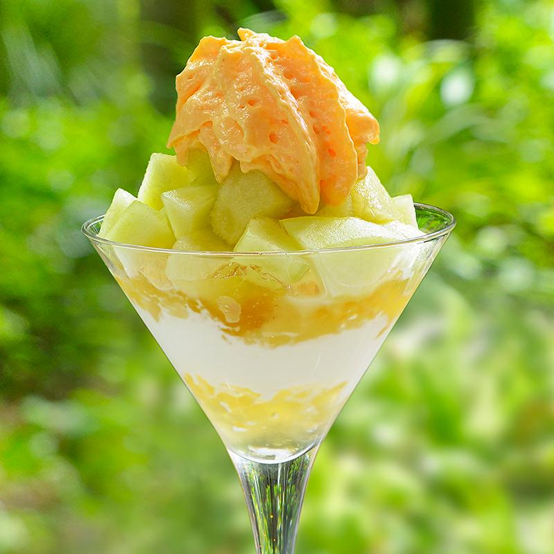 メインラウンジ 「茨城県産メロンのチーズムースパフェ」