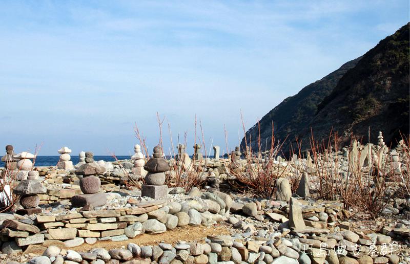 日島曲古墓群(県指定史跡、日本遺産構成文化財)