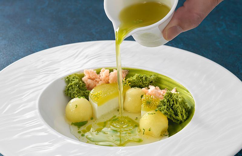 福岡県産八女茶とメロンのスープ仕立て
