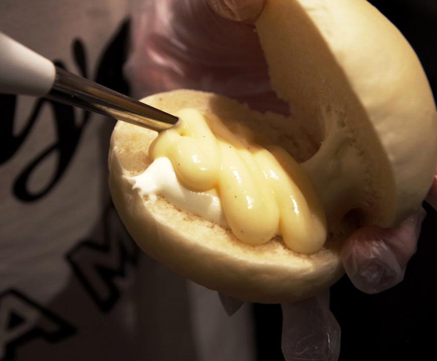3種類のクリームを贅沢に使用した、極上のマリトッツォ