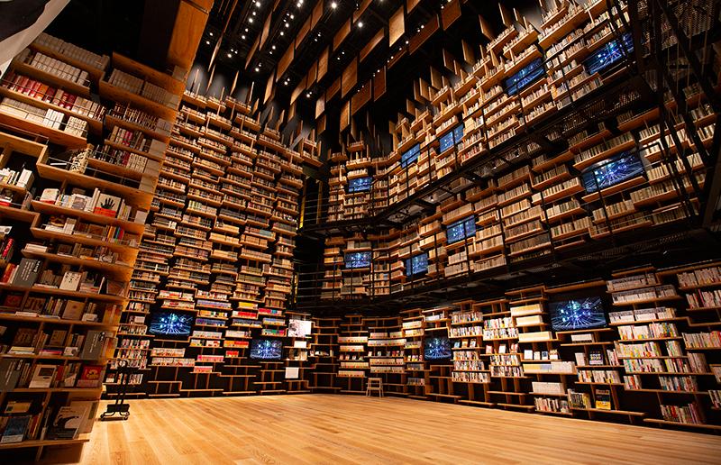 360度本棚に囲まれた夢の空間「本棚劇場」